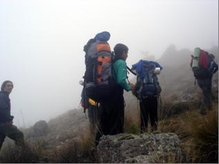 Nosotros, la niebla y el sendero perdido