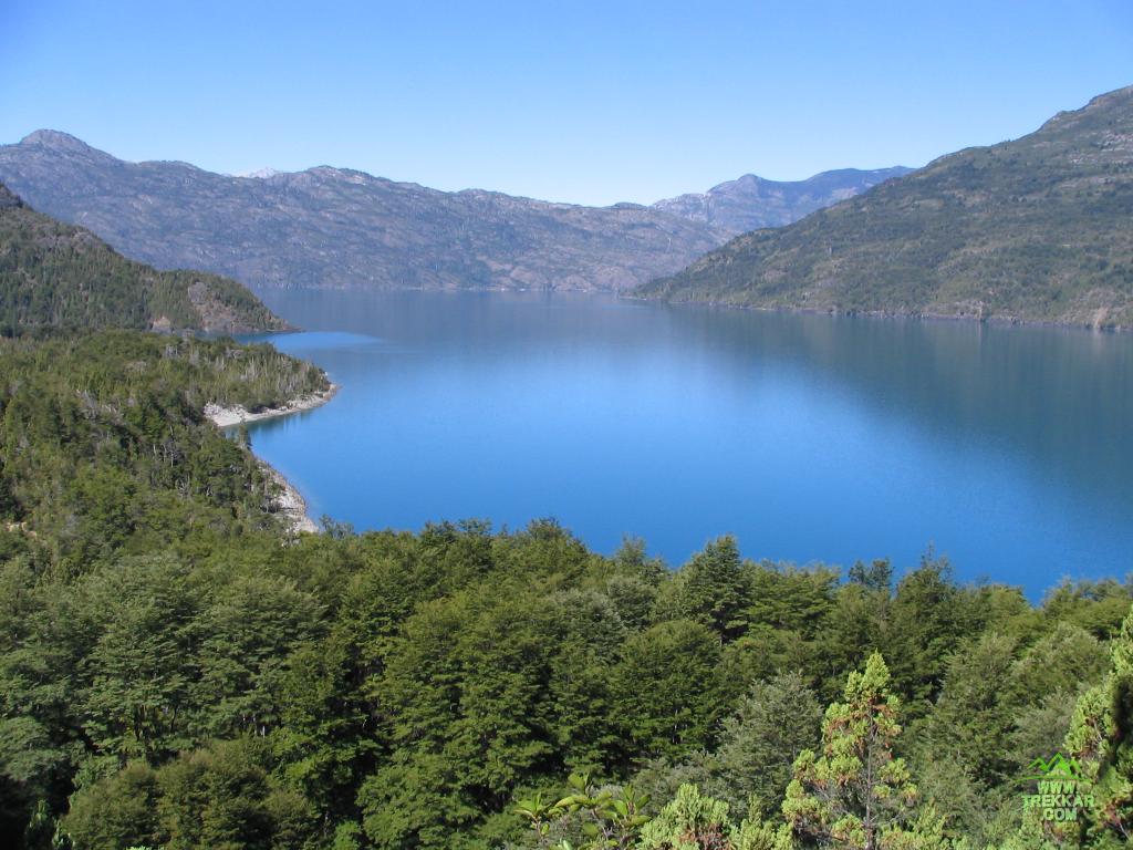 amplia vista sobre el lago Puelo