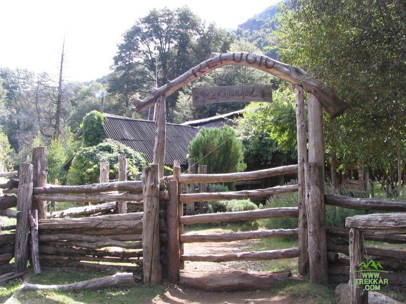 Ingreso al refugio Cajon del Azul