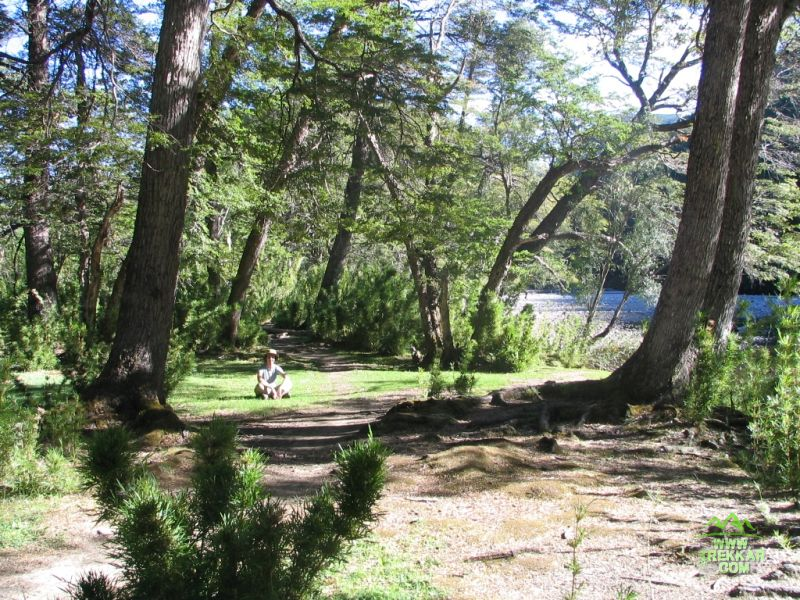 a orillas del rio Rivadavia