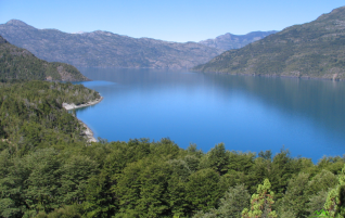 Trail to Los Hitos – Lago Puelo National Park