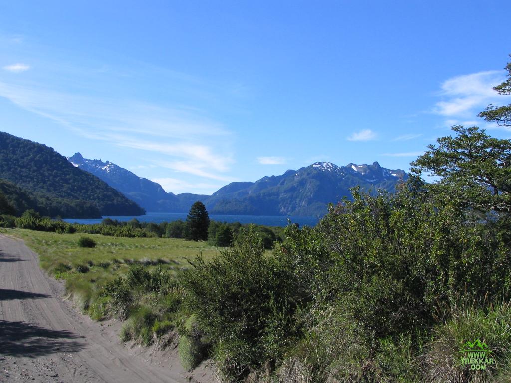 Camino al lago Tromen