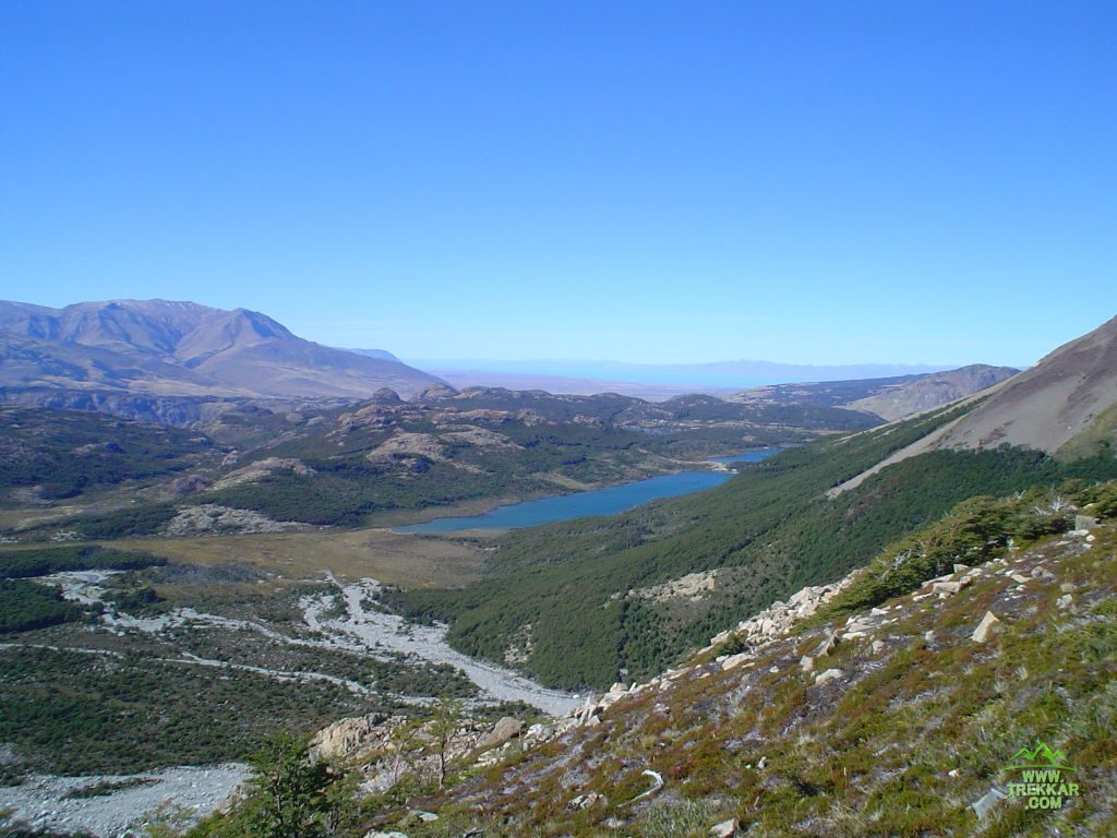 View of lake Madre/Hija from trail Lag. de los Tres